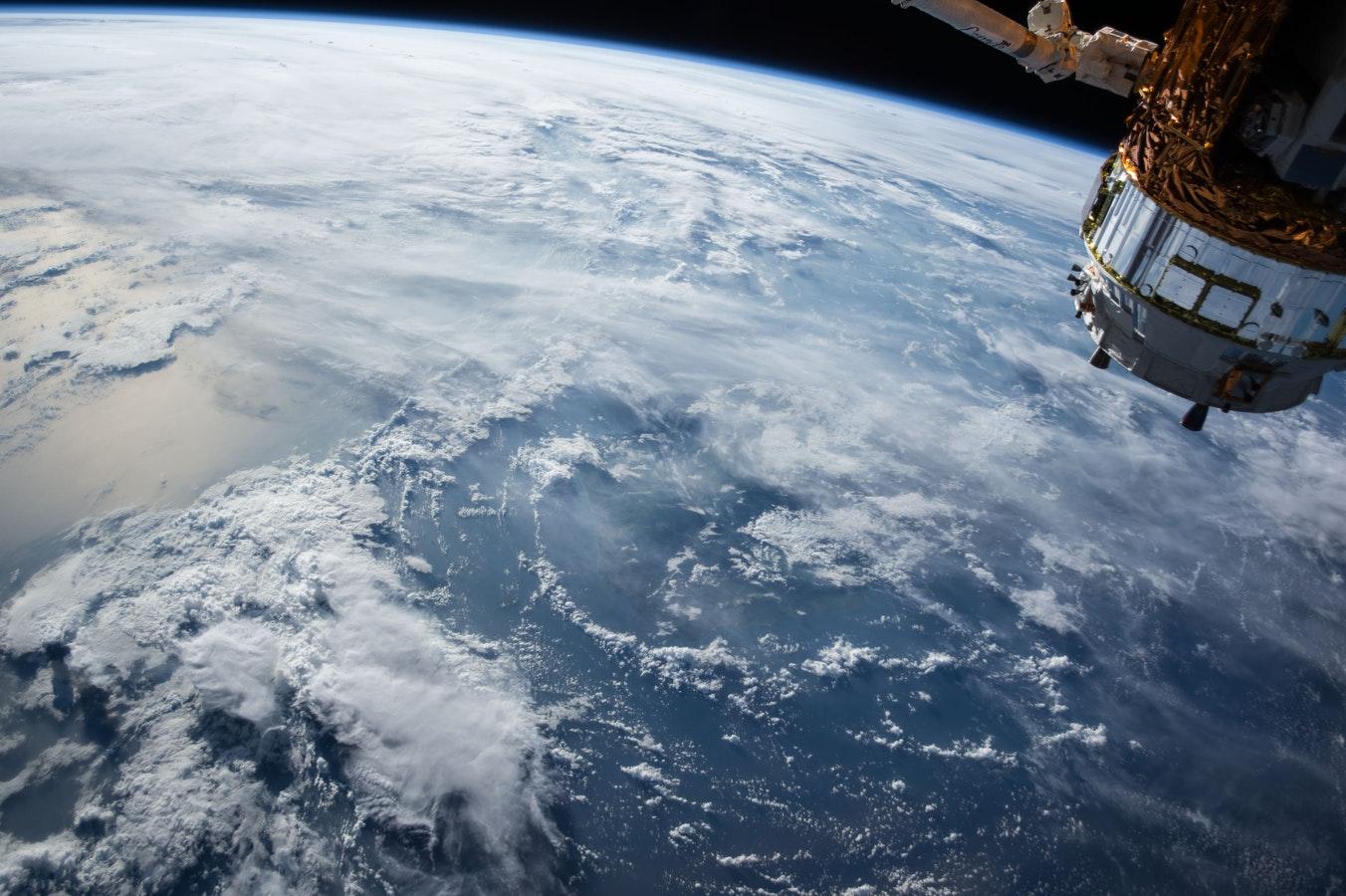 Environmental satellite bridging IoT monitoring